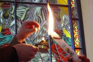 В пасхальную ночь в Орел из Иерусалима доставлен Благодатный огонь