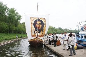 Архиепископ Пантелеимон освятил деревянную ладью, построенную поморскими мастерами