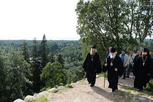 Святейший Патриарх Кирилл: Воспоминания о революционных событиях не должны служи