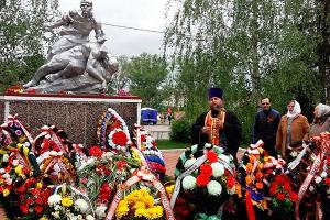 Благочинный Кромского округа принял участие в перезахоронении останков погибшего
