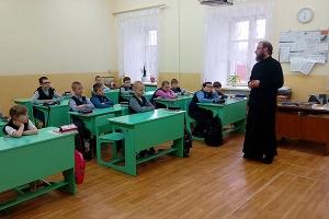Священник рассказал мценским школьникам об опасности «групп смерти» в соцсетях