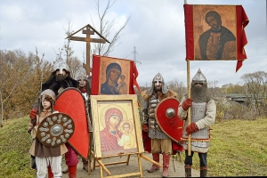 День народного единства орловчане отметили крестным ходом и богатырским праздником