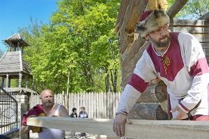 Впервые богослужение состоялось в строящемся храме в «Знаменской богатырской заставе»