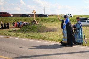 Поклонный крест освящен на опасном участке автодороги «Орёл — Знаменское»