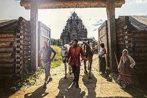 «Возрождённая из пепла»: уникальная фотовыставка о воссоздании утраченного деревянного храма открылась в «Вятском Посаде»