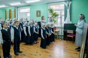 Художник из Москвы Анна Шелудякова подарила свою работу Орловской православной гимназии.