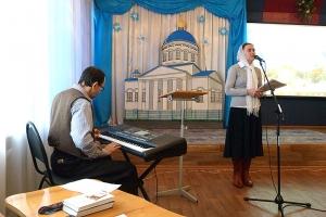 Семейная атмосфера и собственные песни о Рождестве: прихожане Кромского района вместе отметили праздник