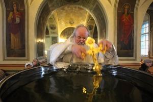 В Крещенский сочельник митрополит Тихон совершил литургию в Ахтырском соборе