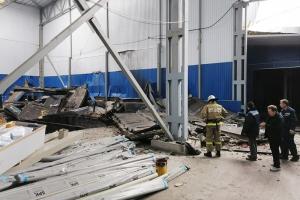 Священники оказывают духовную поддержку пострадавшим при взрыве на заводе во Мценске