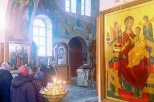В лавровском храме каждую субботу совершаются молебны о страждущих онкологическими заболеваниями