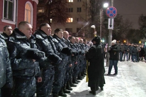 Священник благословил сводный отряд орловских полицейских перед служебной командировкой в Северо-Кавказский регион