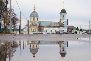 Владыка Тихон поздравил жителей Дмитровска с престольным праздником главного городского храма
