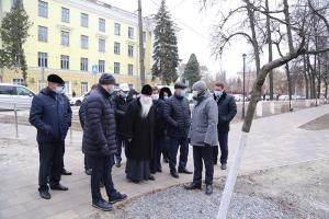 Владыка Тихон участвовал в открытии сквера Комсомольцев в областном центре