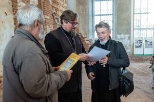 Болховский священник Сергий Ноздрунов представил свои фотоработы на выставке в местном Спасо-Преображенском соборе