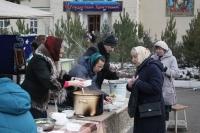 Участники православного молодежного движения «Неувядаемый цвет» поздравили прихожан Михаило-Архангельского собора с Рождеством Христовым. 7 января 2020 г.