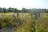 На братской могиле времен войны под Болховом установлен Поклонный крест. 28 июля 2020 г.