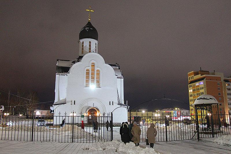В канун Недели по Рождестве Христовом митрополит Тихон совершил богослужение в храме святой Матроны