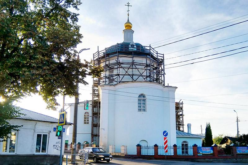 Накануне дня памяти апостола Иоанна Богослова Владыка Тихон совершил богослужение в Троице-Васильевском храме